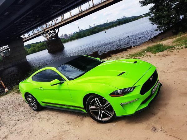 Ford Mustang GT салатовый 2018 заказать на прокат без водителя с водителем