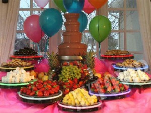 Свадебный шоколадный фонтан из шоколада на свадьбу