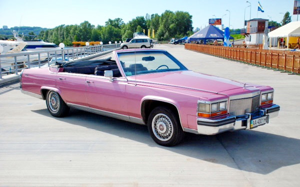Cadillac Fleetwood розовый кабриолет