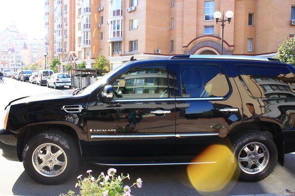 Cadillac Escalade черный джип