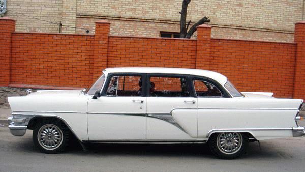 Chayka GAZ-13 белая ретро авто