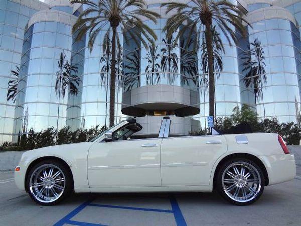 Chrysler 300C белый кабриолет