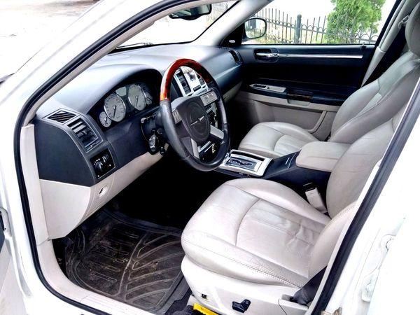 Chrysler 300C белый заказать на свадьбу в киеве