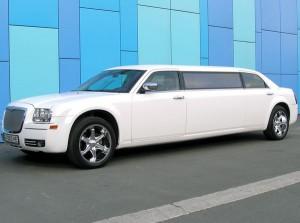 Chrysler 300C белый лимузин аренда