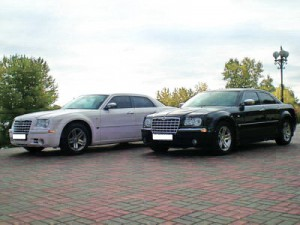 Chrysler 300C белый и черный