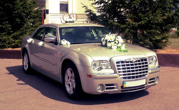 Chrysler 300C шампань заказать на прокат на свадьбу