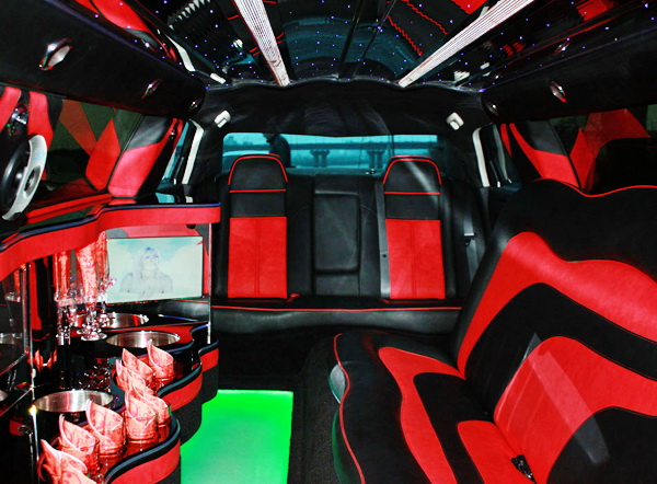 Chrysler 300C Limo красный бордовый крайслер лимузин