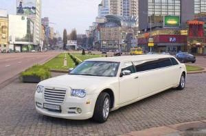 Chrysler 300C белый лимузин