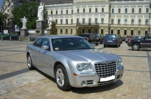 Chrysler300С серебристый