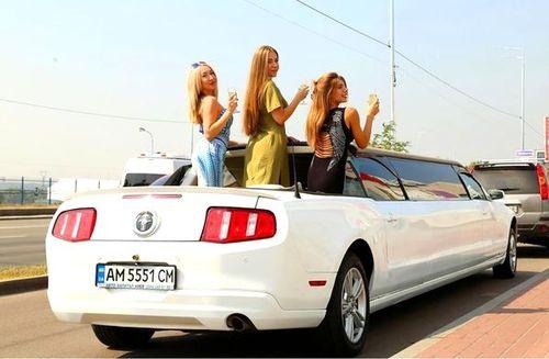 Ford Mustang белый лимузин кабриолет