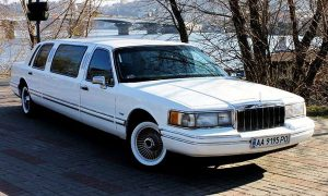 Lincoln Town Car белый 1997 год заказ лимузина