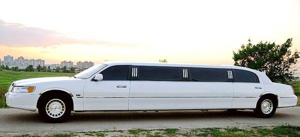 Lincoln Town Car лимузины на прокат