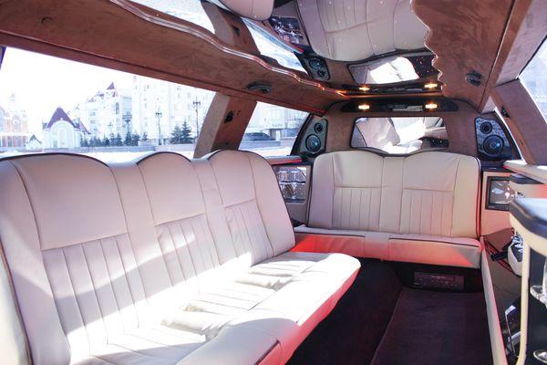 Lincoln Town Car 120, линкольн на свадьбу киев, свадебные лимузины киев, аренда линкольна киев, линкольн 10 мест киев 06