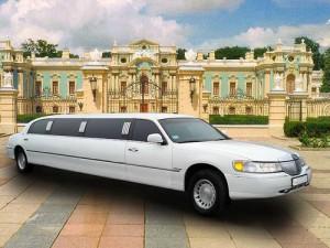 Lincoln Town Car 120 белый лимузин