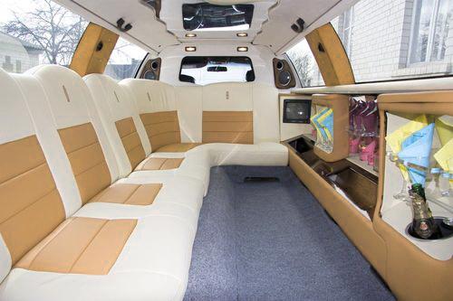 Lincoln Town Car 120, прокат линкольна в киев, линколь с белым салоном киев, линкольн бежевый салон киев, линкольн светлый салон киев 02
