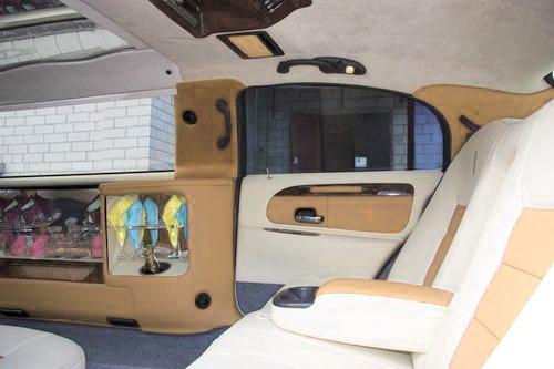 Lincoln Town Car 120, прокат линкольна в киев, линколь с белым салоном киев, линкольн бежевый салон киев, линкольн светлый салон киев 03