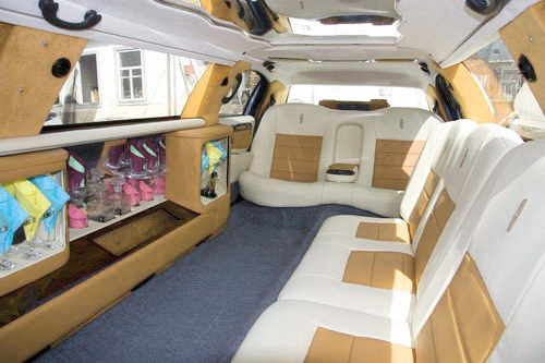 Lincoln Town Car 120, прокат линкольна в киев, линколь с белым салоном киев, линкольн бежевый салон киев, линкольн светлый салон киев 04