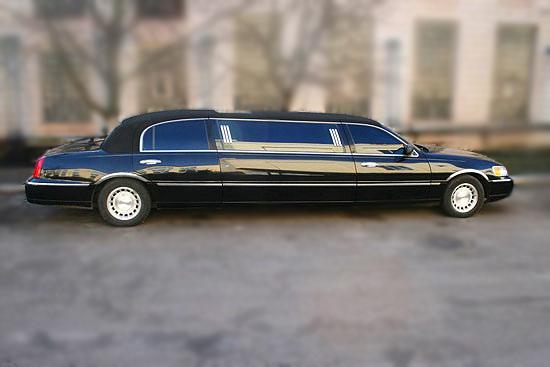 Lincoln Town Car черный лимузин
