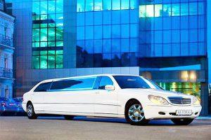 Аренда лимузина на свадьбу Mercedes 220 с водителем