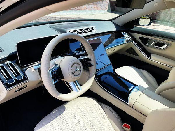 Mercedes W223 черный заказать с водителем на свадьбу