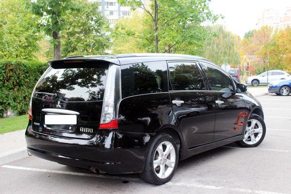 Mitsubishi Grandis черный минивен на прокат