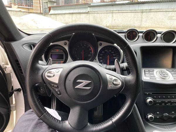 NISSAN 350Z белый спорткары аренда с водителем и без водителя