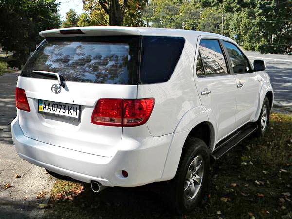 Toyota Fortuner белый джип внедорожник