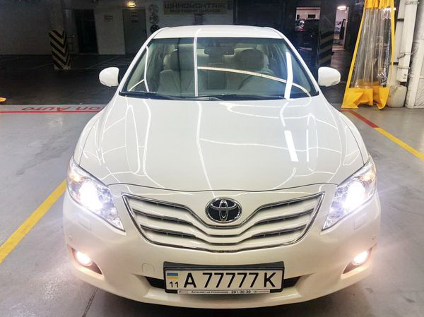 Toyota Camry белая V40 аренда заказать на прокат в киеве