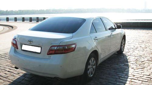 Toytota Camry V40 белая
