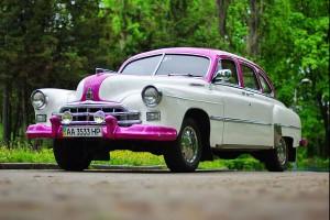 ZIM GAZ-12 бело-розовый ретро машина