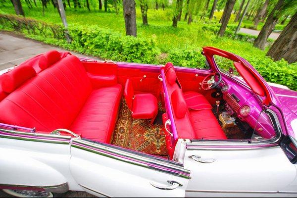 ZIM GAZ-12 кабриолет бело-розовый ретро автомобиль