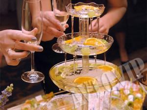 Фонтан с шампанским пирамида из шампанского