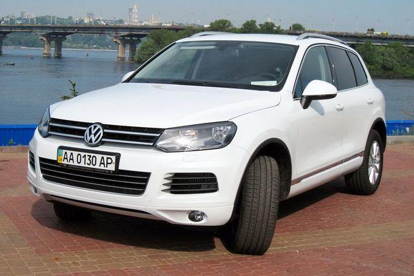 Volkswagen Touareg белый джип на свадьбу