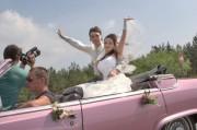 Розовый кадиллак кабриолет на свадьбу киев