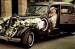 Ретро автомобиль на свадебное торжество
