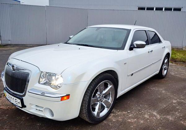Chrysler 300C белый прокат аренда