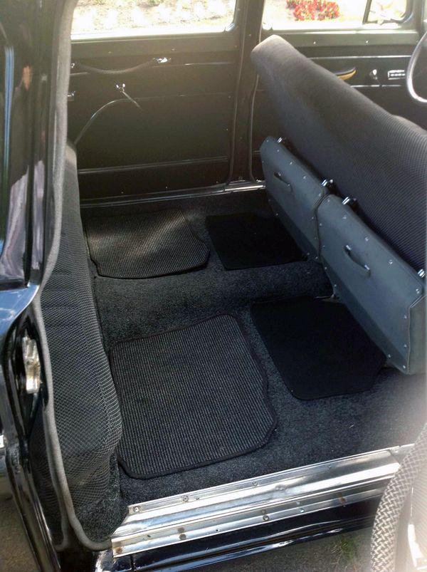 Chayka GAZ 13 черная ретро машина