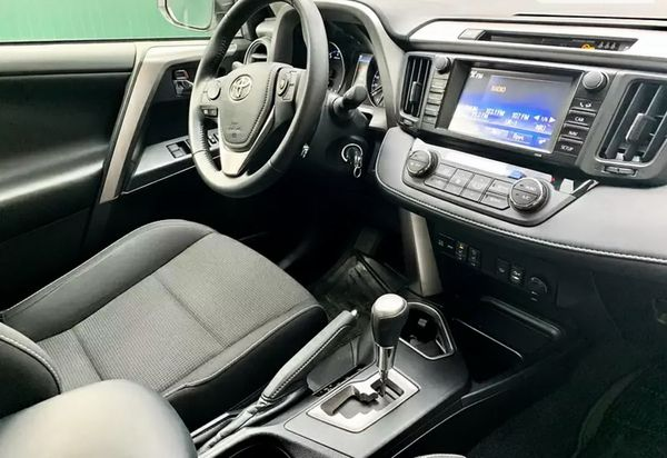 Toyota RAV4 прокат белый внедорожник на свадьбу