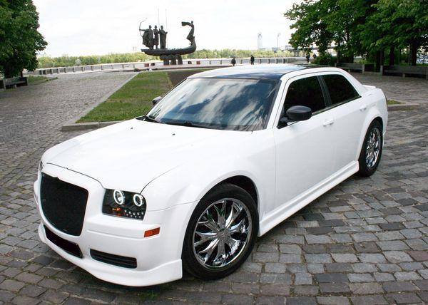 Chrysler 300C белый аренда киев заказать крайслер 300 на свадьбу на прокат в киеве авто на свадьбу крайслер 01