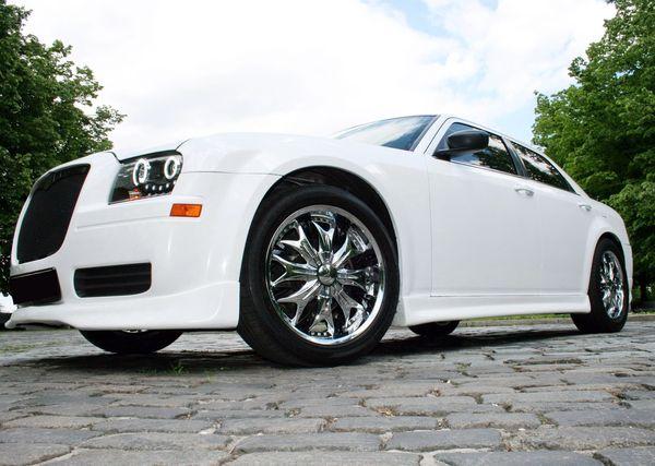 Chrysler 300C белый аренда киев заказать крайслер 300 на свадьбу на прокат в киеве авто на свадьбу крайслер 02
