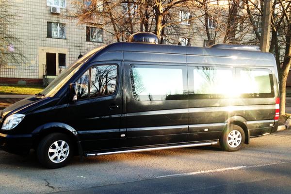 Mercedes Sprinet вип черный заказать микроавтобус на прокат