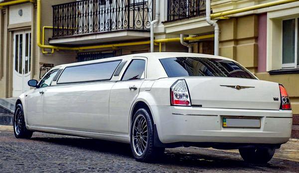 Chrysler 300C слоновая кость ванильный лимузин на прокат