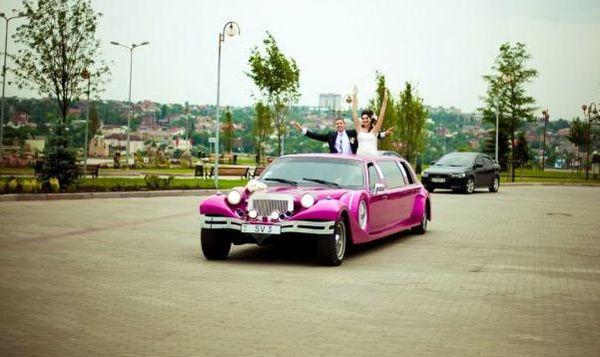 Limuzin Excalibur розовый малиновый лимузин аренда киев