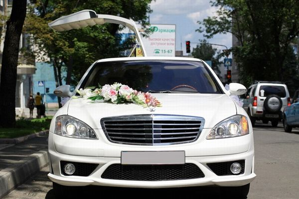 Mercedes W221 S63 белый лимузин