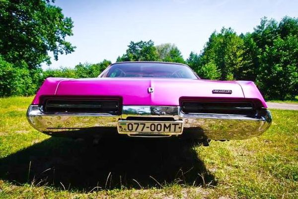 Buick Le sabre розовый на свадьбу