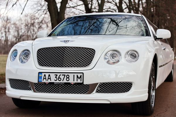 Bentley Continental Flying Spur белый