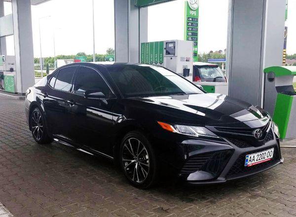 Toyota Camry V70 черная 2018 год