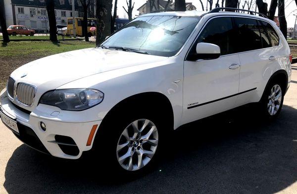 Прокат джипа BMW X5 белый