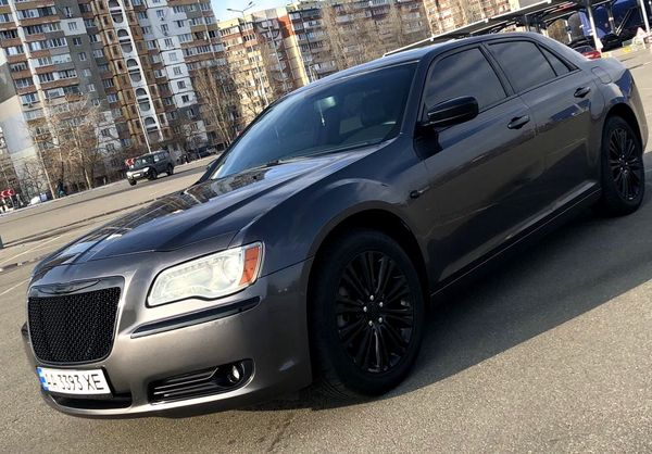 Chrysler 300C серый на прокат в киеве