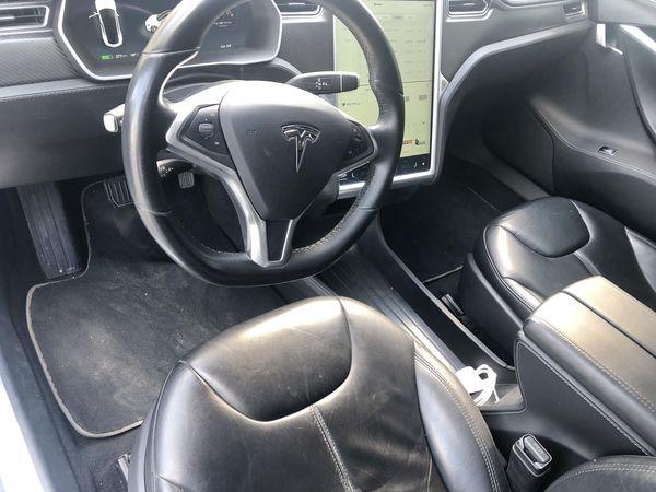 TESLA S85 белая аренда авто на свадьбу